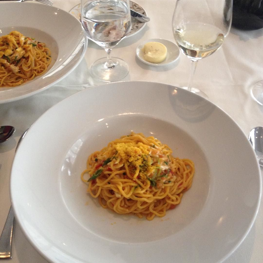 Linguini divino no restaurante Ai Fiori no Langham Place Hotel. Sob o comando do chef Michael White o menu é uma fusão dos sabores da França e da Riviera italiana. Tão bom que recebeu estrela Michelin! #langhamhotel #AiFiori #NYC #NewYork #Balaionaestrada #BalaiodeEstilos