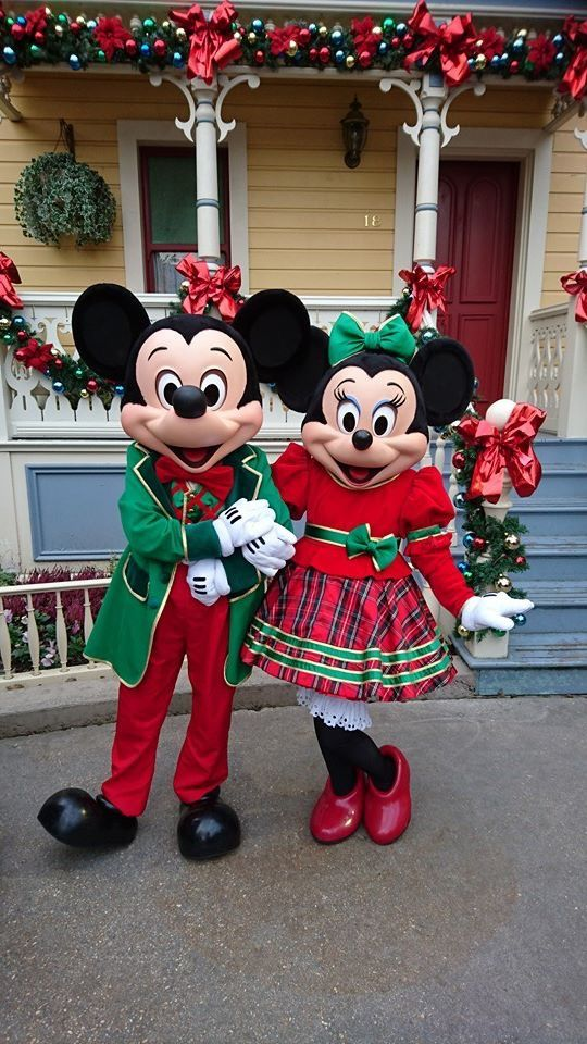 Christmas Minnie Mouse Disneyland.Mickey Minnie Adorned In Their Holiday Attire My