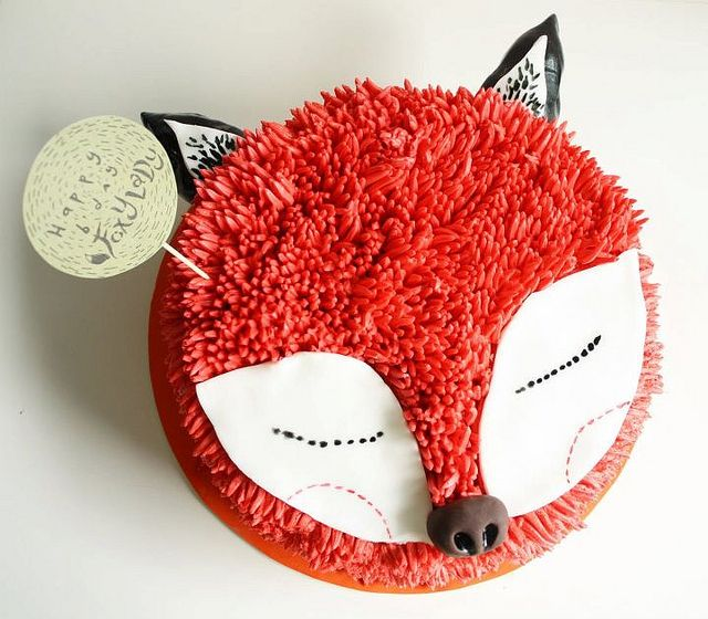 Red Velvet cake with fuzzy cream cheese icing by chubbybunnycupcakes - {pretty sweet little fox!}