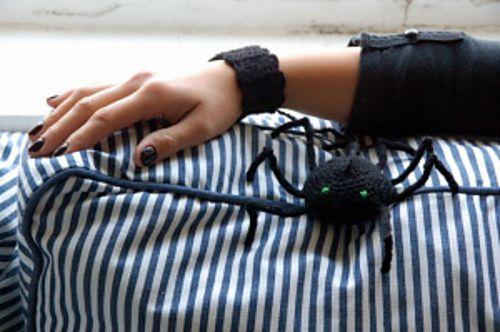 Ravelry: Spider bracelet pattern by Elena Vantalina