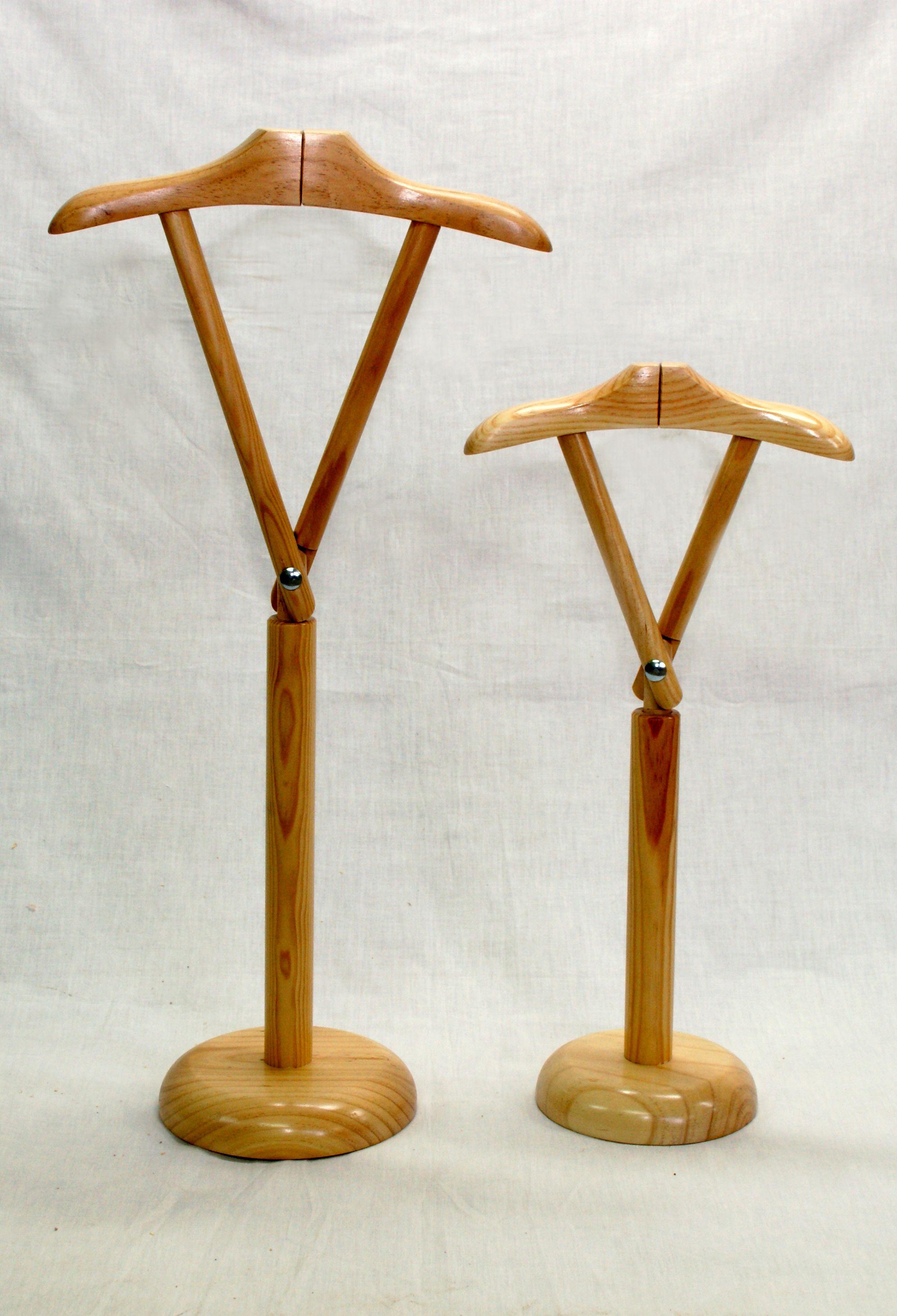 Exhibidor en madera. para niño y adulto. con percha partida para
