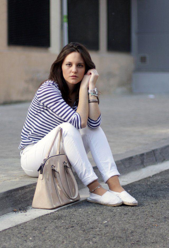 15 trendige Outfit Ideen mit weißen Jeans | Kleider