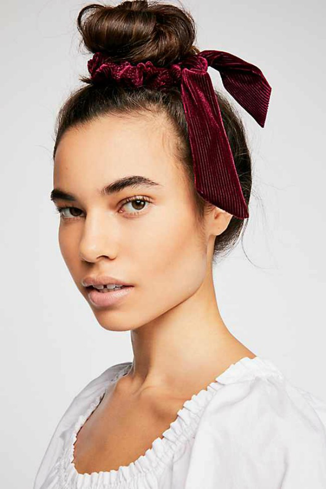 15 The 11 Best Hair Scrunchies The Eleven Best Hairscrunchie These The 11 Best Hair Scrunchies Are Th In 2020 Scrunchie Frisuren Coole Frisuren Frisuren Dunnes Haar