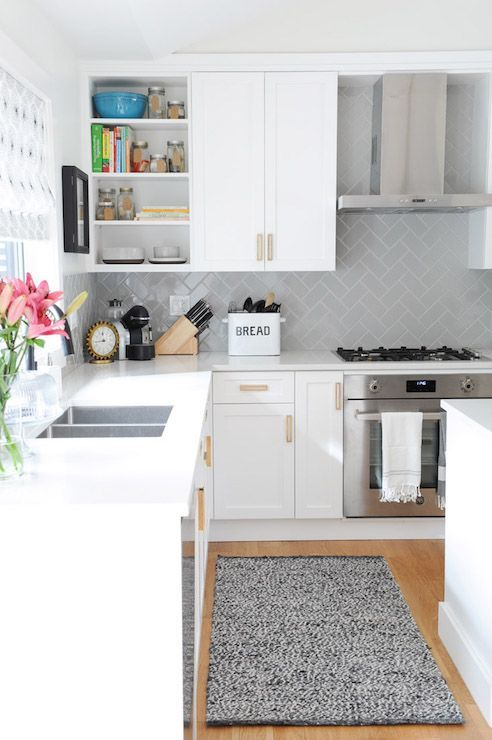 Beautiful kitchen features a white shaker cabinets... - #Beautiful #Cabinets #features #Kitchen #Shaker #subwaytiles #White #whiteshakercabinets