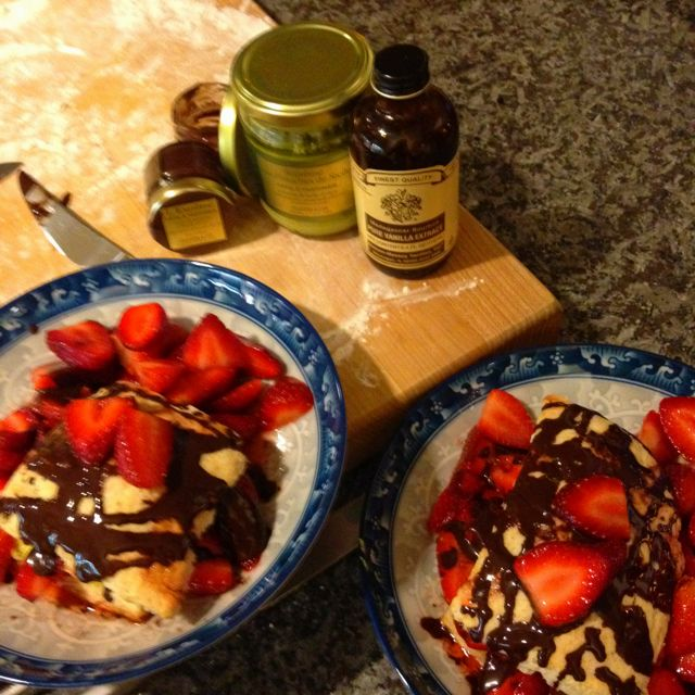 Low fat strawberry vanilla shortcakes with oliviers & co pistachio pâté and drizzled with oliviers & co cocoa pâté.