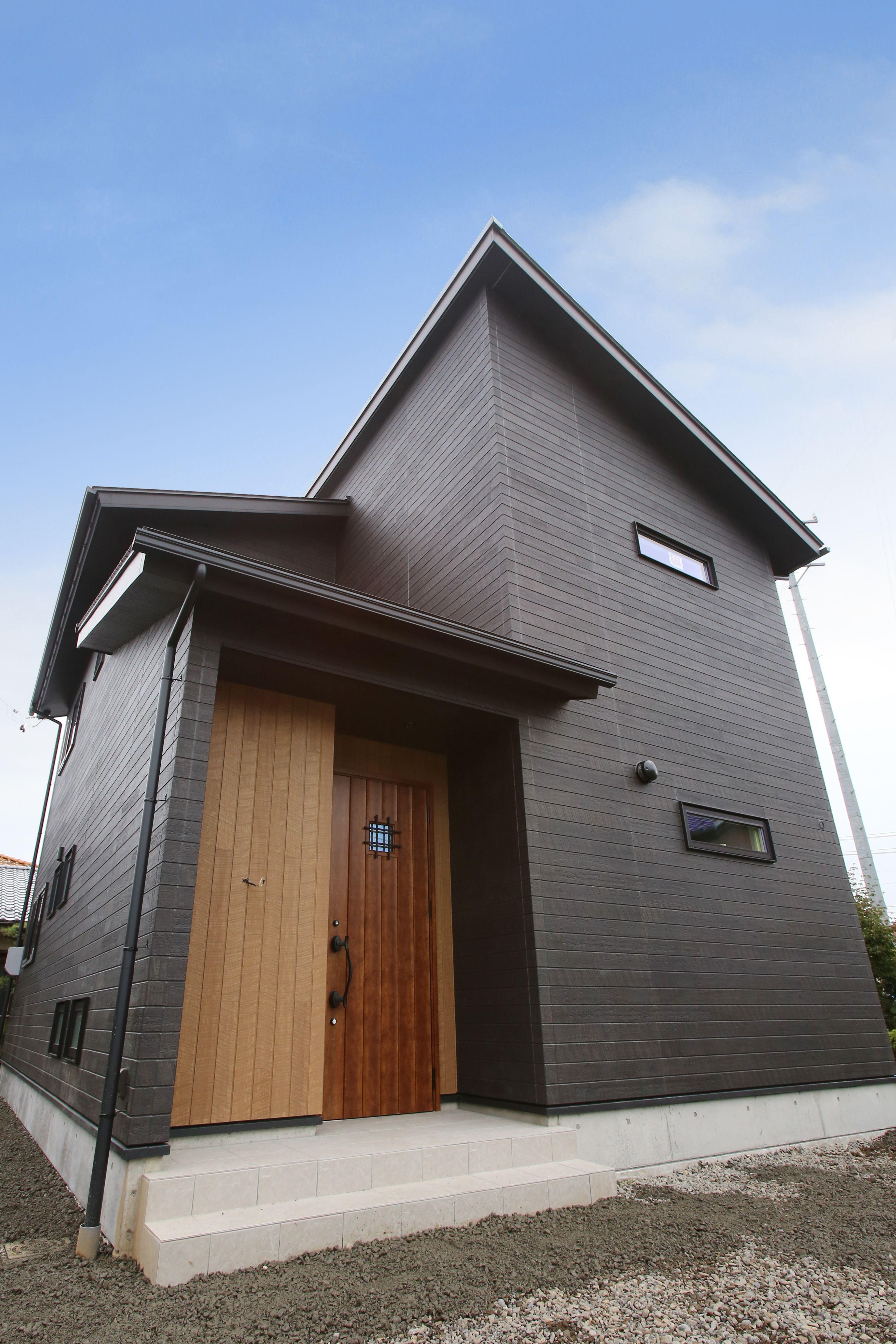 建築実例 外観 外装 外壁 アクセント 木目調 ブラウン ブラック 窯業