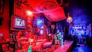 Resultado de imagem para homem com estilo no bar