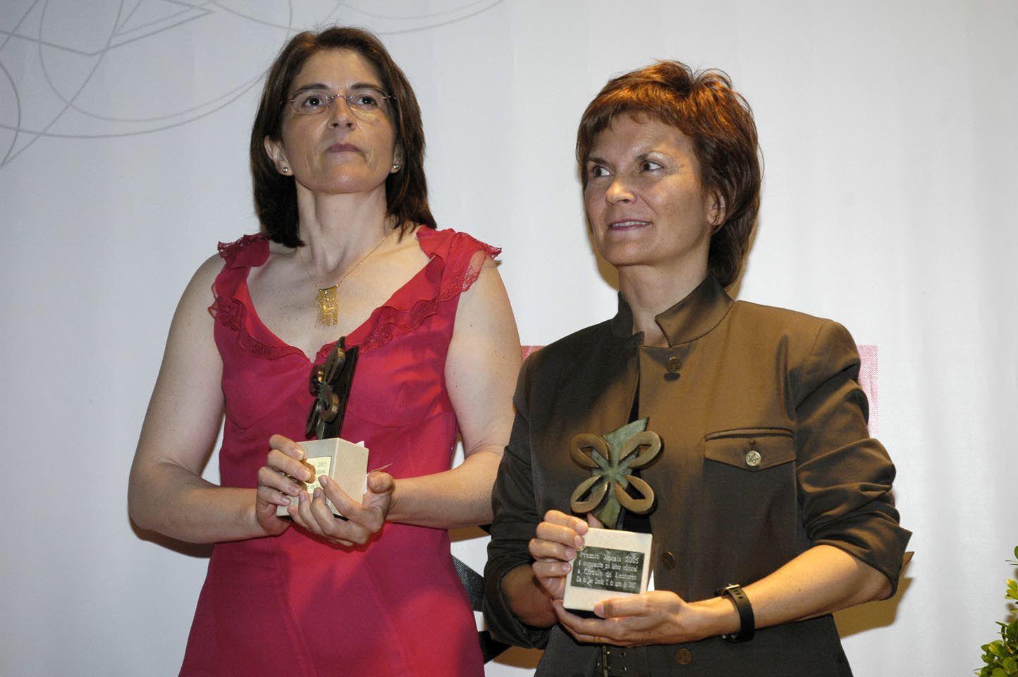 Carmela González (Biblos Club de Lectores) e Nilda Echarri (Círculo de Lectores) Premios á colaboaración editorial 2005