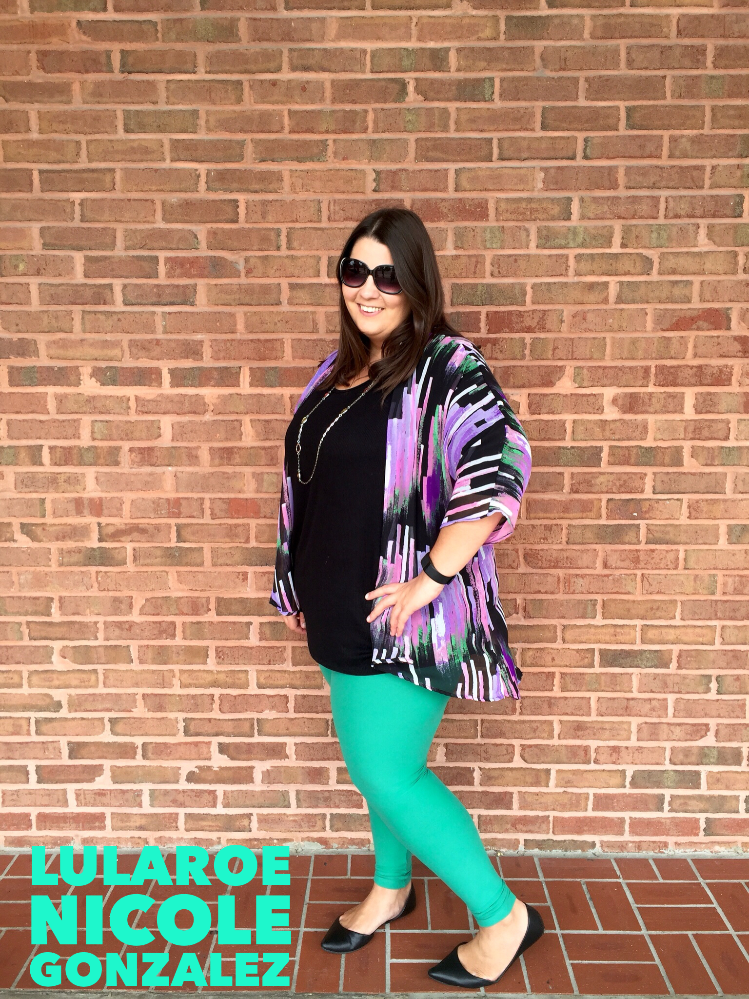 6bf0b575194337 Today I'm wearing a LuLaRoe Lindsay Kimono, Irma and solid legging. Looking  chic but feeling comfortable running errands! Plus size fashion.
