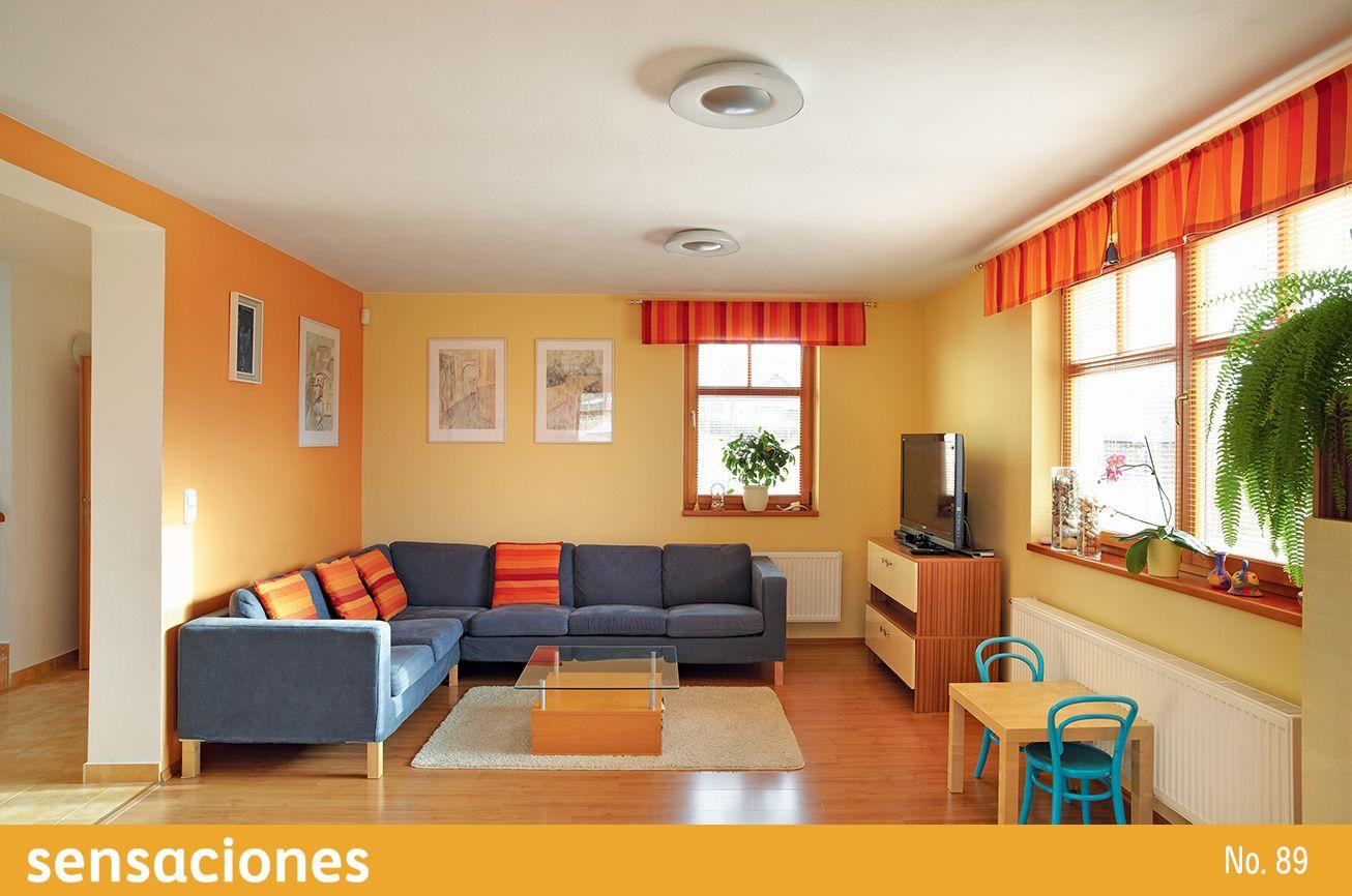 Aprovecha Al Maximo La Energia De Los Colores Calidos Fusionandolos Con Tonos Neutr Living Room Decor Colors Living Room Orange Living Room Design Small Spaces