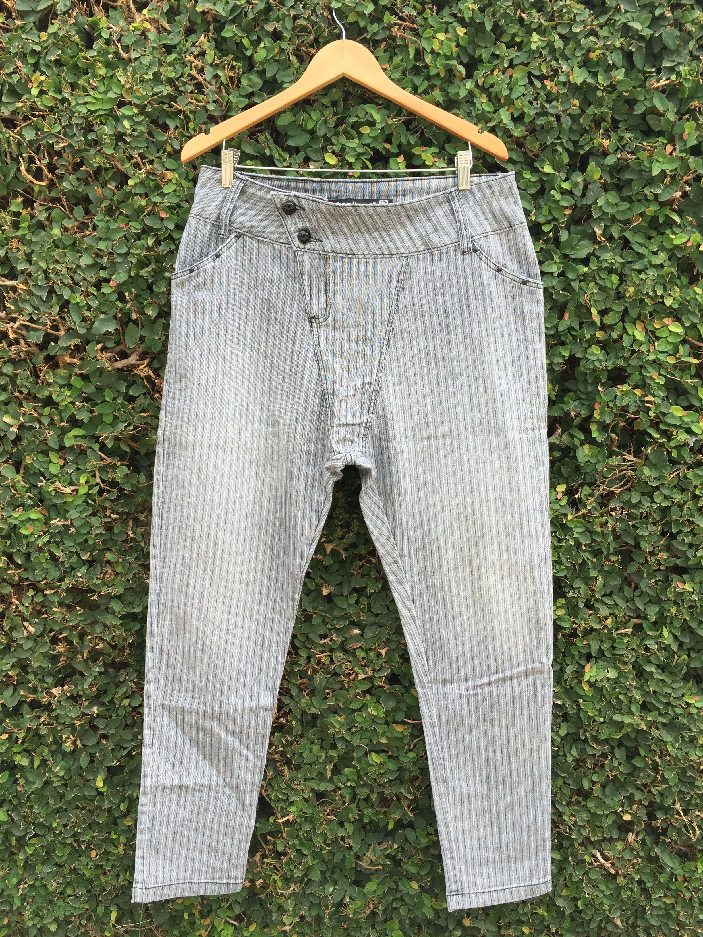 Dressbe | Calça jeans saruel risca giz #jeans #saruel #displicent #moda