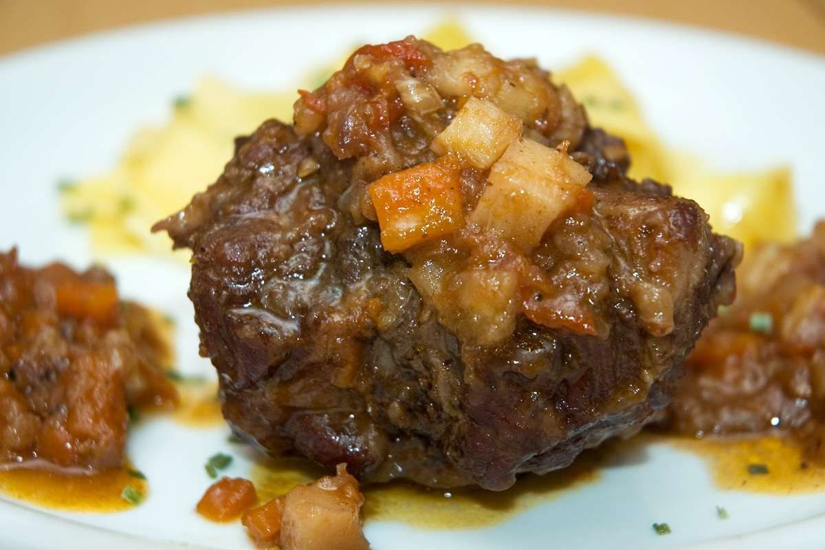 how to make red wine oxtail