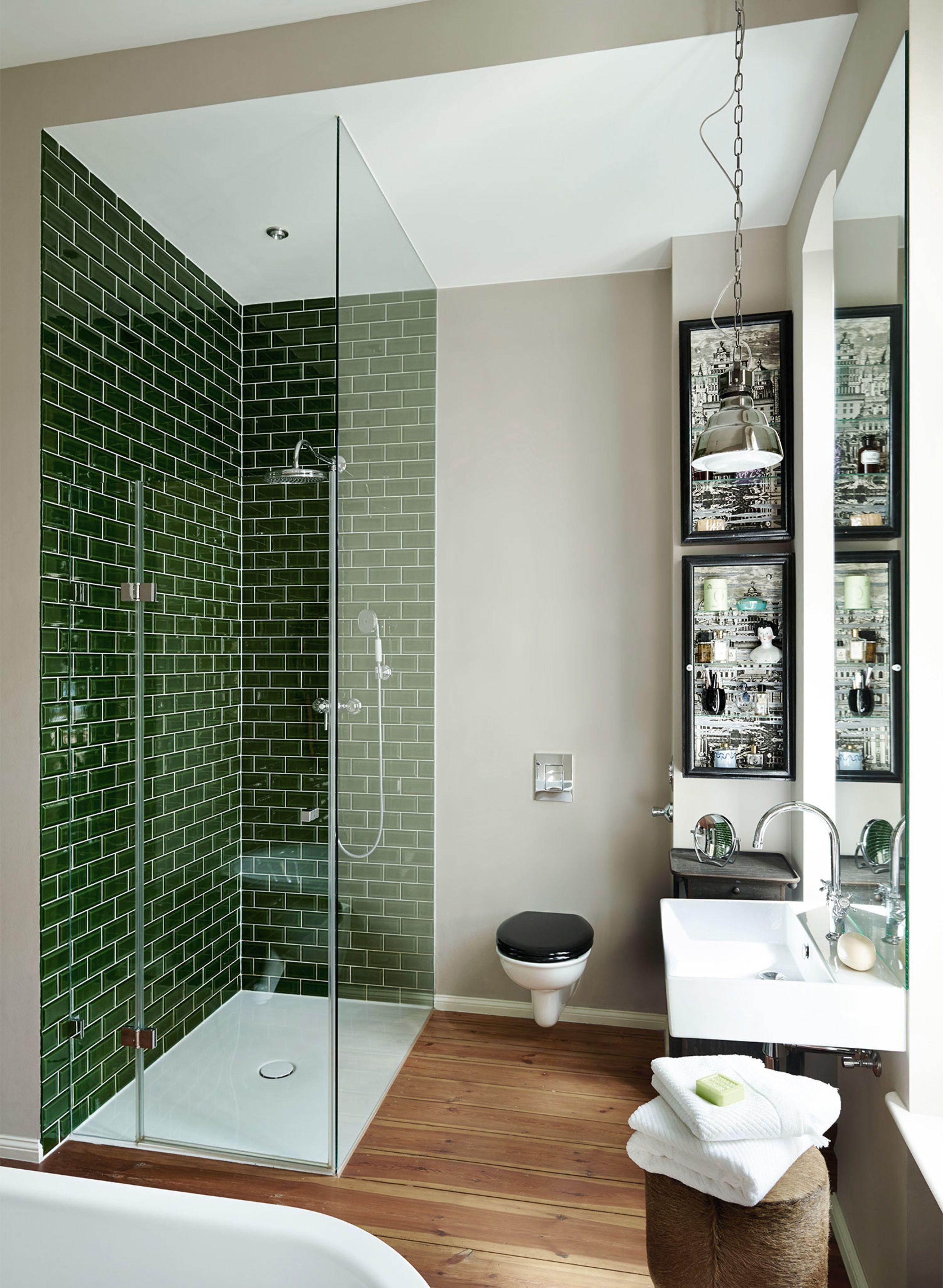 Ideen Fur Badezimmer Begehbare Ebenerdige Dusche Mit Glasturen Dunkelgrune Fliesen Mehr Interior Design Von First Badezimmer Ebenerdige Dusche Berlin Design