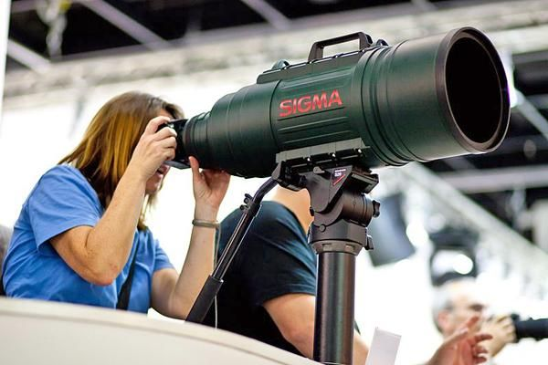 Size Matters Sigma S 200 500mm F 2 8 Green Monster Lens Scares Off Rivals Camera Lenses Camera Super Telephoto Lens