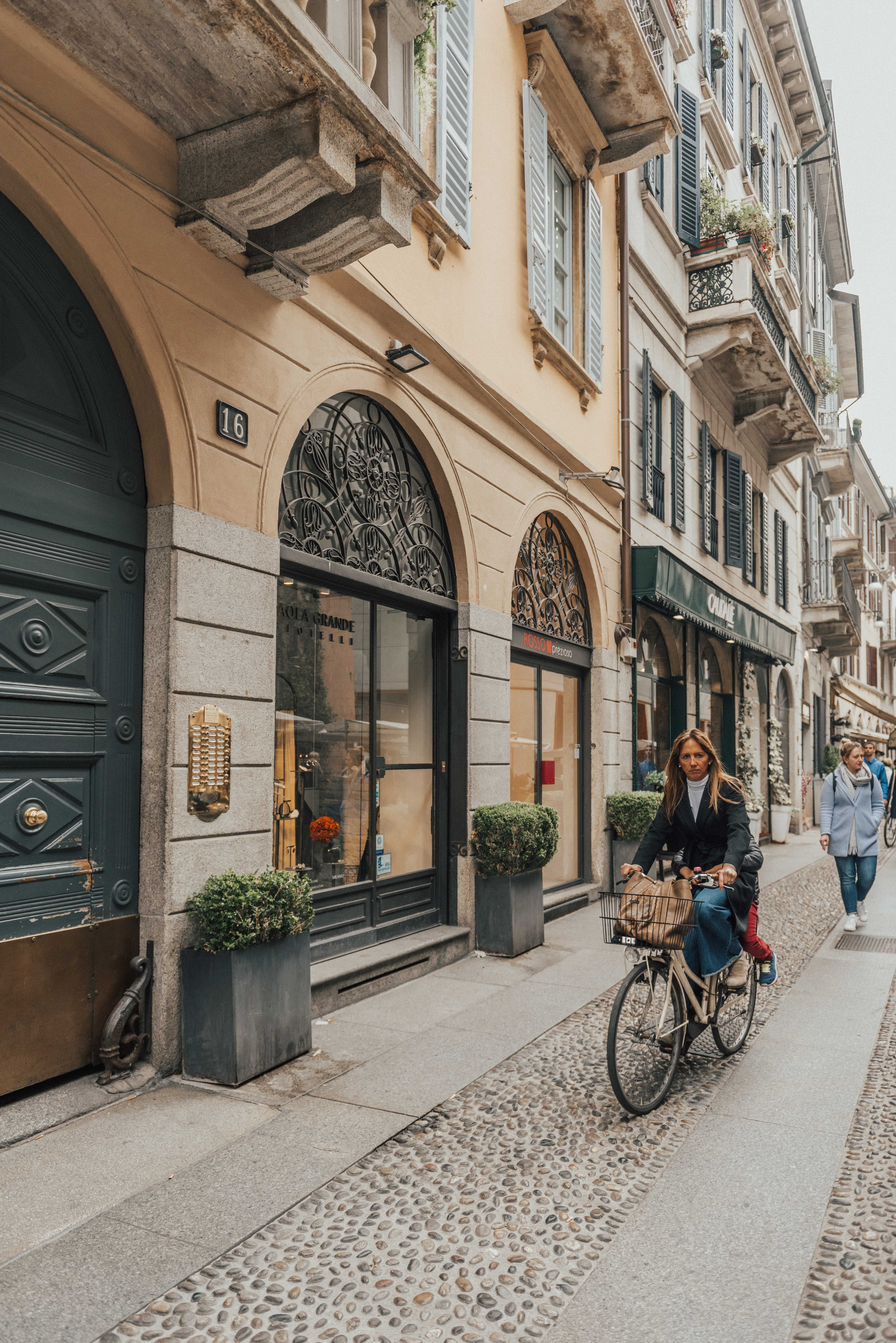 Milan Travel Guide | If you're heading to Milan Italy check out this guide for Milan travel tips Milan photography Milan street style and so much more! #MilanTravel #ItalyPhotography #ItalyTravel #traveltips #travel #tips #italy