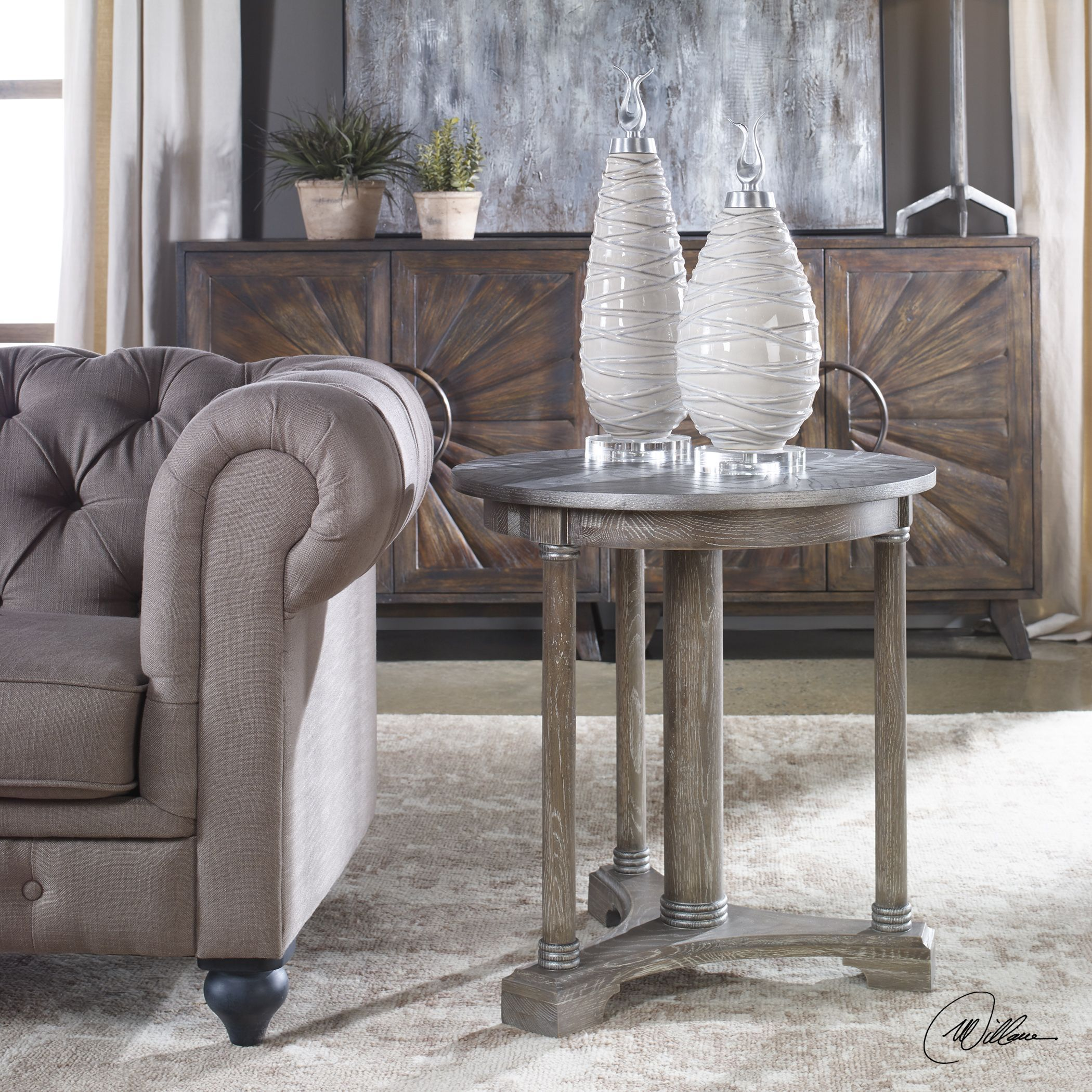 Thema Farmhouse Weathered Gray Oak Round Accent Table