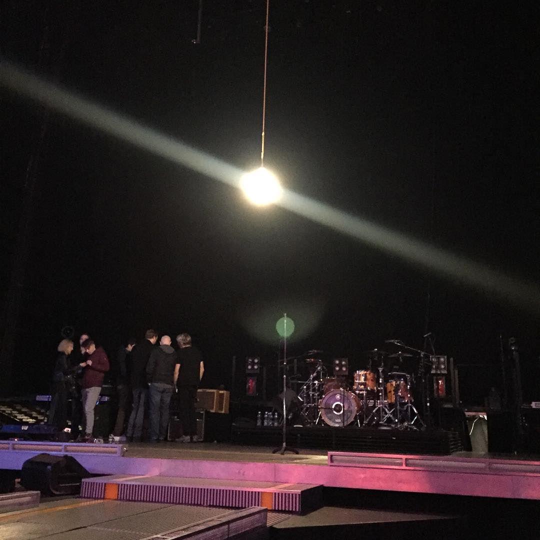 «A pesar de la avalancha estamos preparados para la última noche en casa #Dublin #U2 #U2ieTour #U2Dublin4 #3arena»