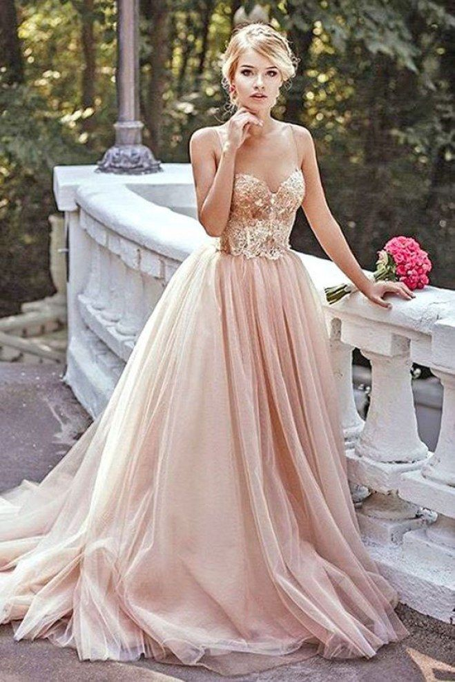 75 Unique   Unconventional Wedding Dresses   Design Inspiration     The traditional white wedding gown seems a little boring when there are so  many colours  lengths  and silhouettes out there to choose from
