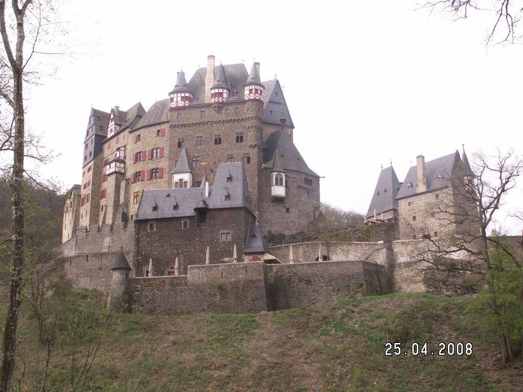 Burg Eltz Wierschem 1 306 Bewertungen Artikel Und 1 591 Burg Eltz Fotos Bei Tripadvisor Burg Sommer 2016 Fotos