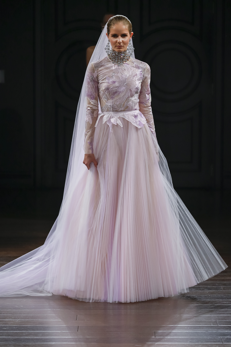 Naeem Khan Wedding Dresses Spring 2017 | Long sleeve gown with lace thread embroidered bodice | itakeyou.co.uk #wedding #weddingdress #weddingdresses #weddinggown #bridalgown