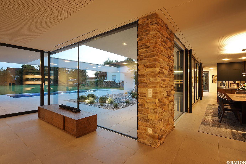 Einfamilienhaus, Pool, Flachdach, Steinfassade