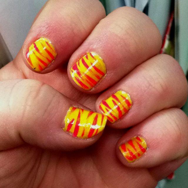 Nail Art Zebra Stripes: Yellow And Pink Zebra Stripes