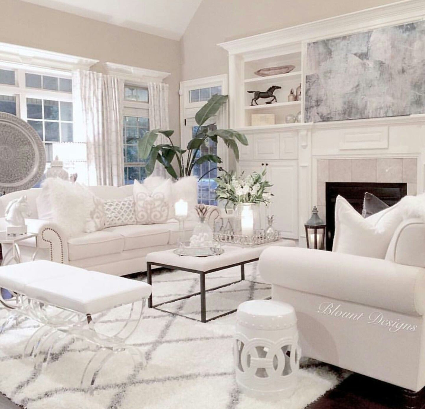 Pin By Yaren Akcaalan On First Place Ideas White Furniture Living Room White Living Room Decor Living Room White