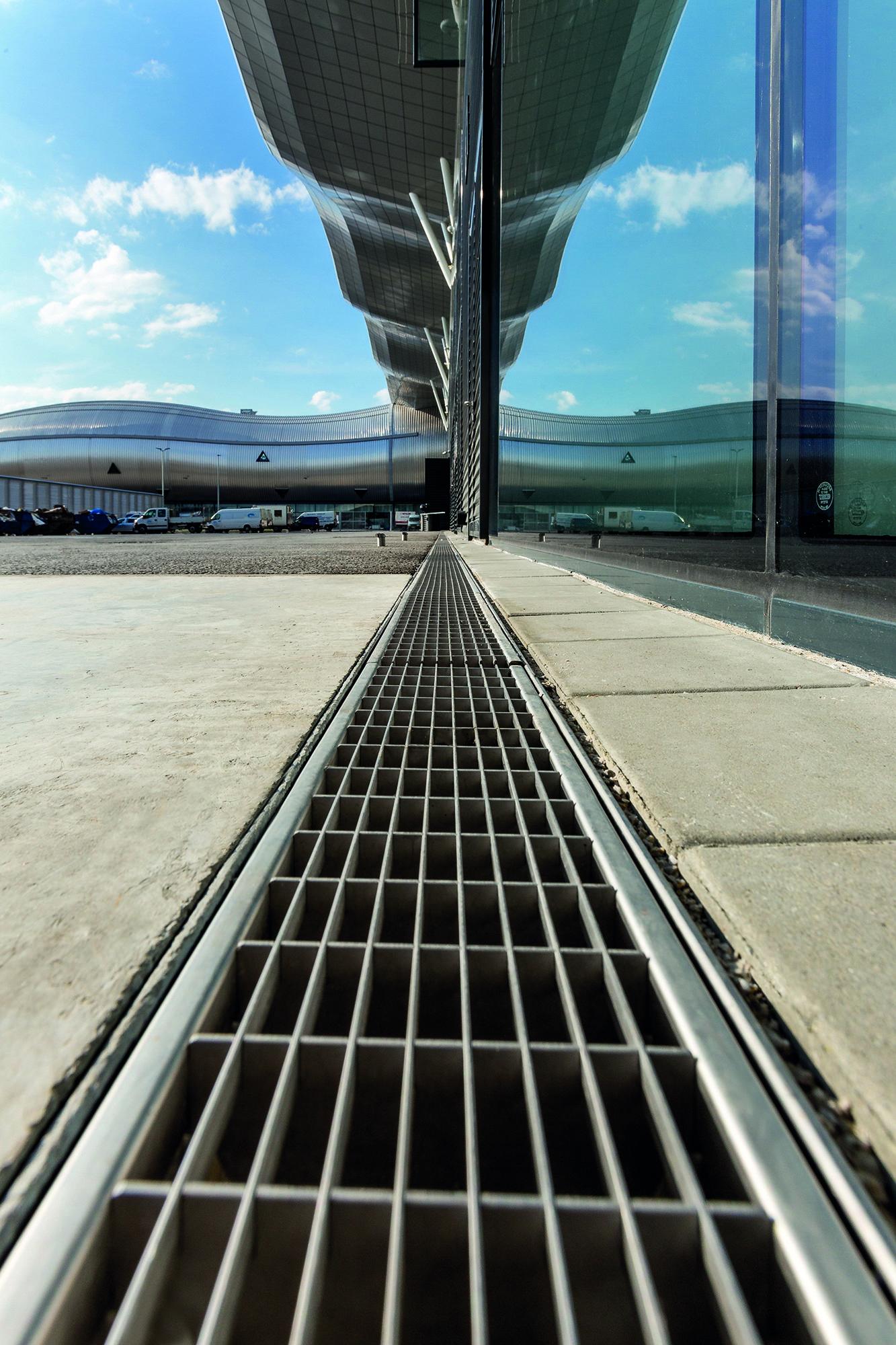 Facade Drainage At Zagreb Airport Fassadenentwasserung Am Flughafen Zagreb Aco Multiline Entwasserung Zagreb Flughafen