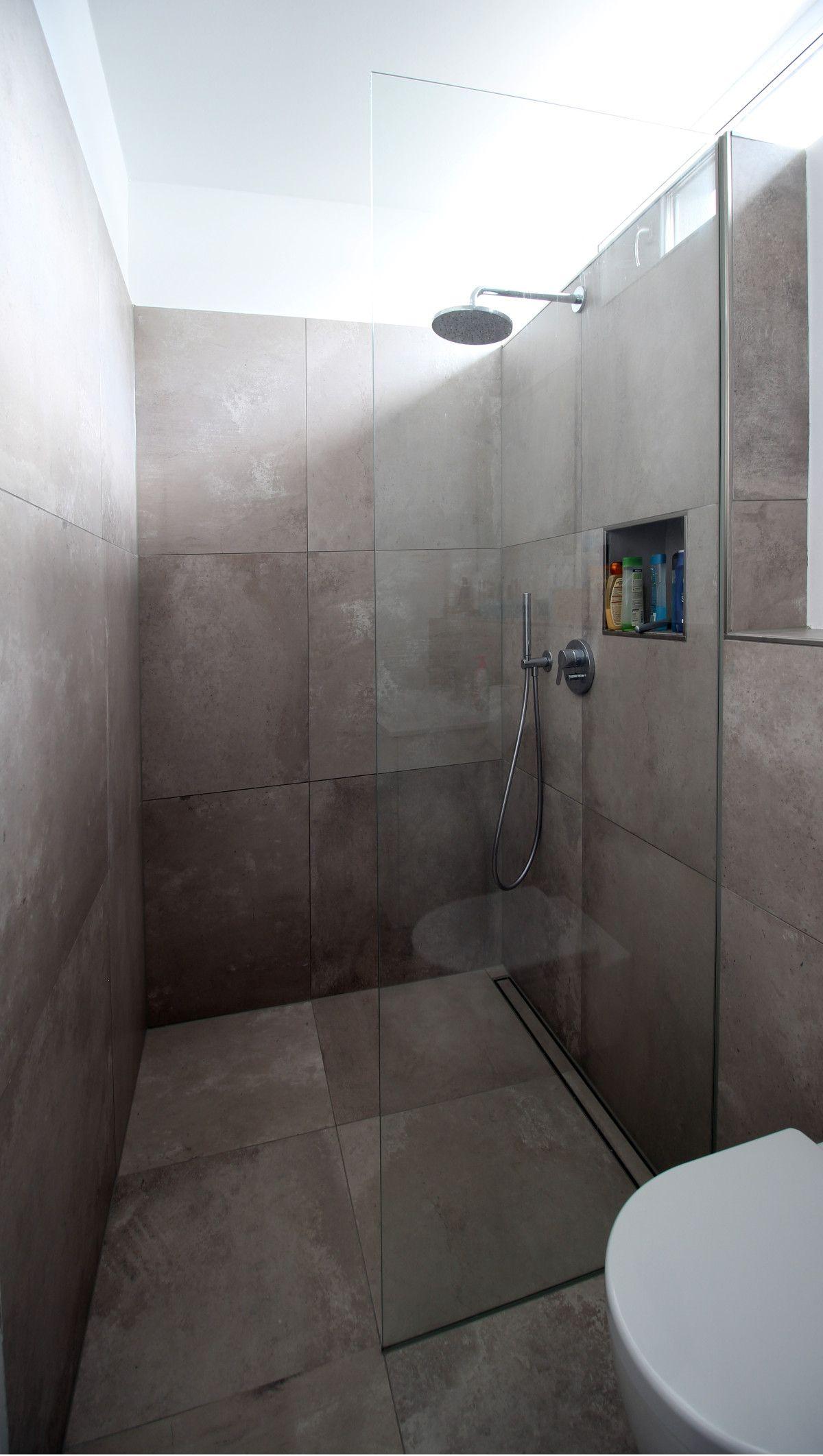 Bad, bodengleiche Dusche, Glasabtrennung, Fliesen ...