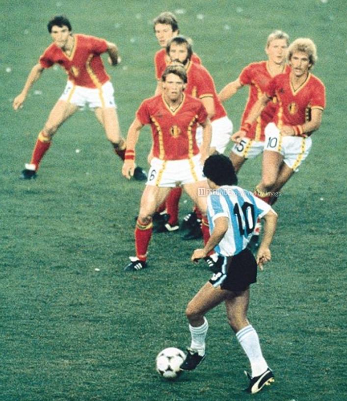 Wie entstand das legendäre Diego-vs.-Belgien-Foto? | 11 Freunde