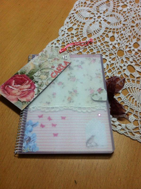 Llibreta decorada i punt de llibre