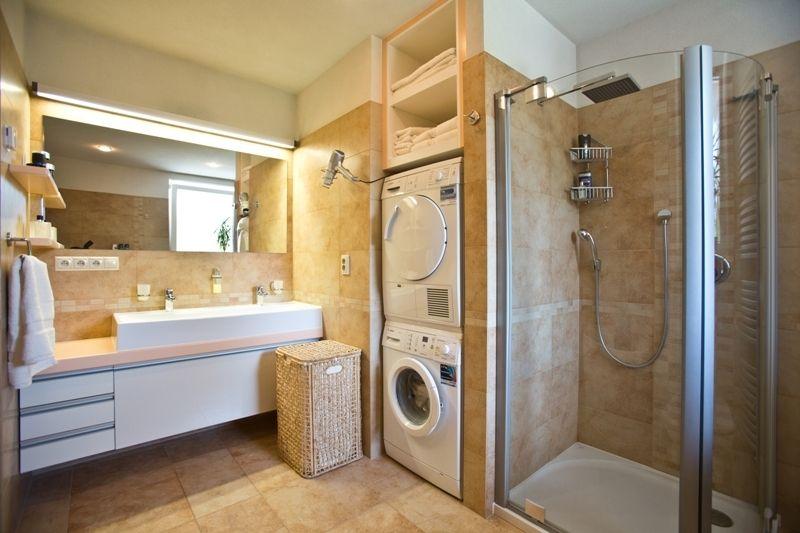 Komfortná kúpeľňa sa oproti pôvodnej dispozícii zväčšovala.