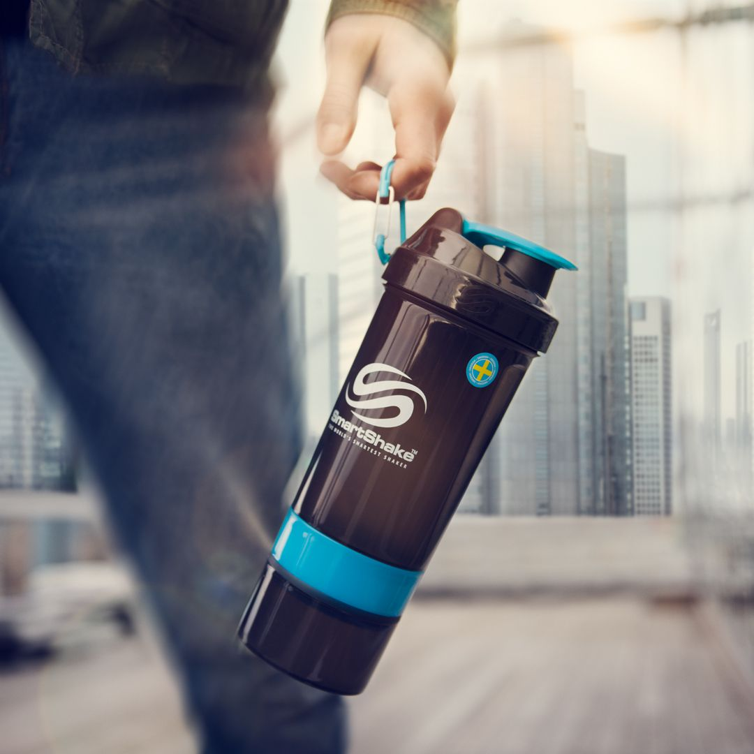 Wherever your day takes you, make it better with SmartShake: the world's smartest snackbox! #SmartShake #LiveSmart #onthego #lifestyle #healthfood #anywhere #lifestyle #active #black