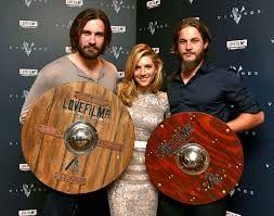Travis Fimmel Married To Serena Viharo Google Search Vikings