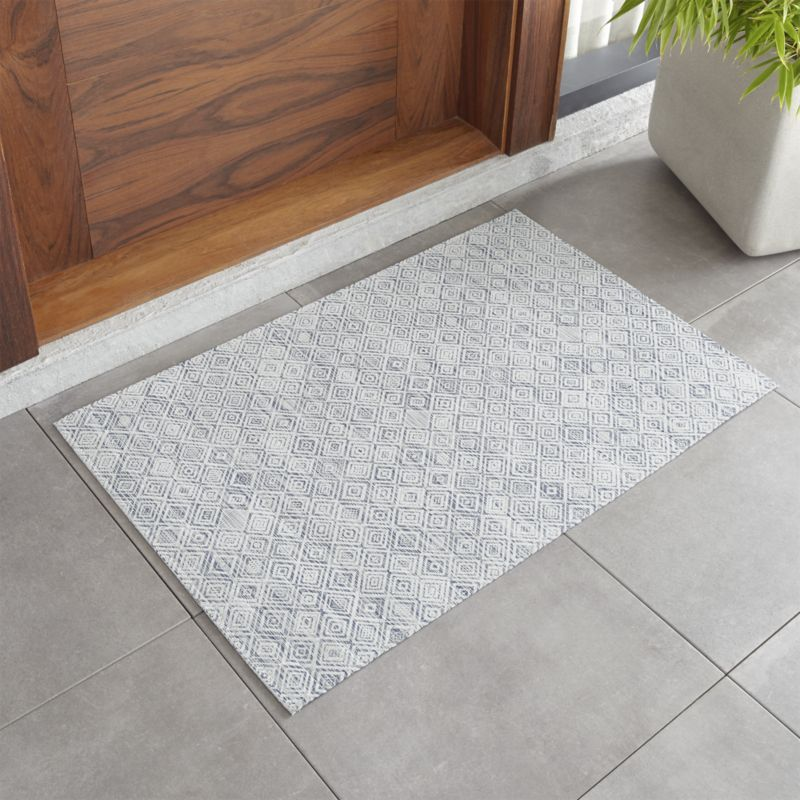 Chilewich Mosaic Blue Woven Floormat 26 X72 Reviews Crate And Barrel Chilewich Crate And Barrel Chilewich Rugs