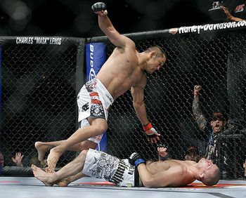 This Is An Amazing Action Photo But It S Scary I Think The Guy Is Already Knocked Out Cheap Shot With Images Mma Knockouts Ufc Martial Arts