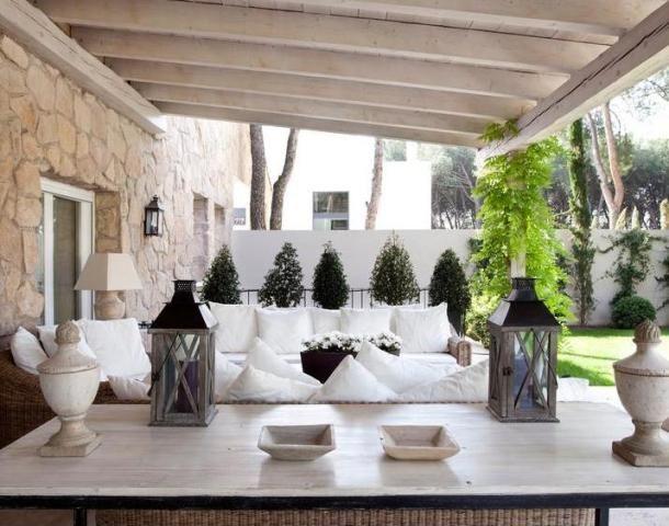 Equilibrio Perfecto En Esta Casa Unifamiliar Que Transmite Serenidad Salas De Estar Al Aire Libre Decoracion De Unas Casa Ideal