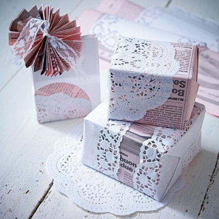 geschenke verpacken pr sente kreativ verh llt paper snowflakes newspaper and wraps. Black Bedroom Furniture Sets. Home Design Ideas