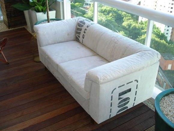 sofá com reutilização de lona de caminhão velha