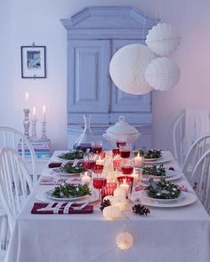 Christmas table in red, green and white