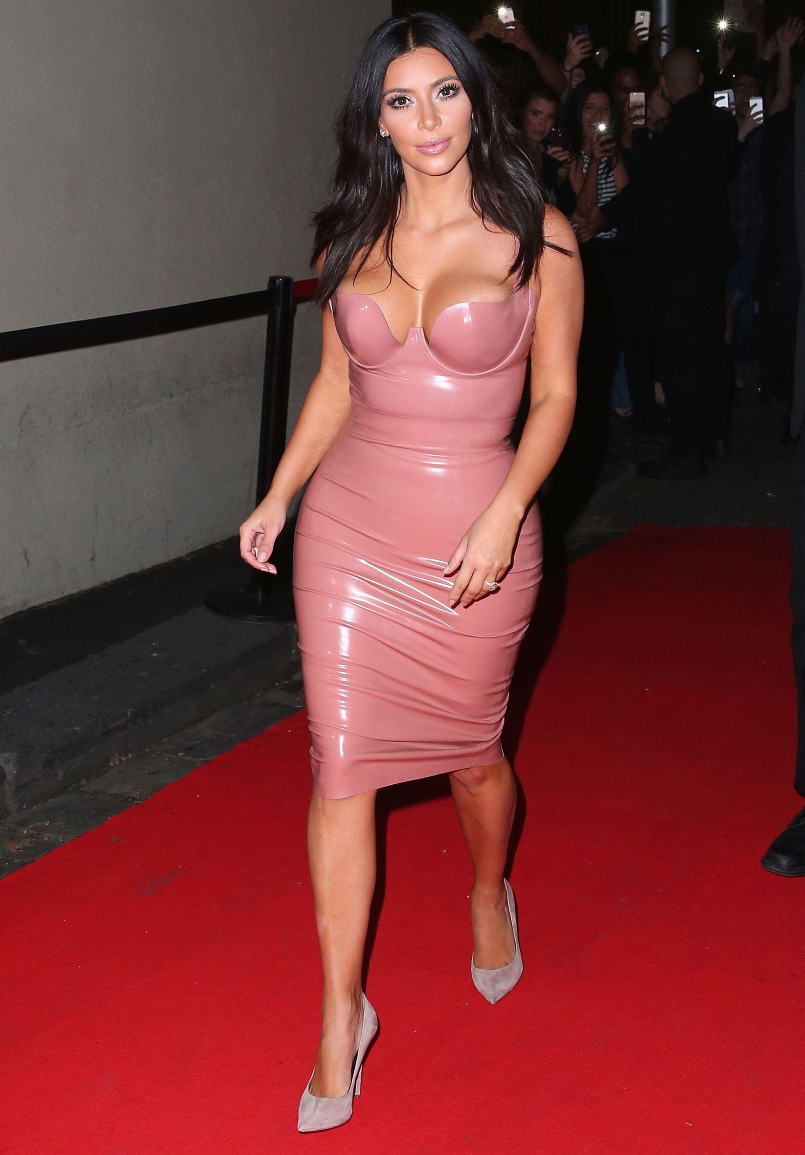 Nicki Minaj Flawlessly Channels Kim Kardashian in Light Pink Latex ...