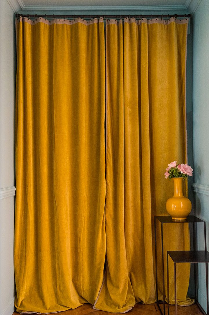 rideau jaune moutarde en velours - decoration jaune - arch and home ...