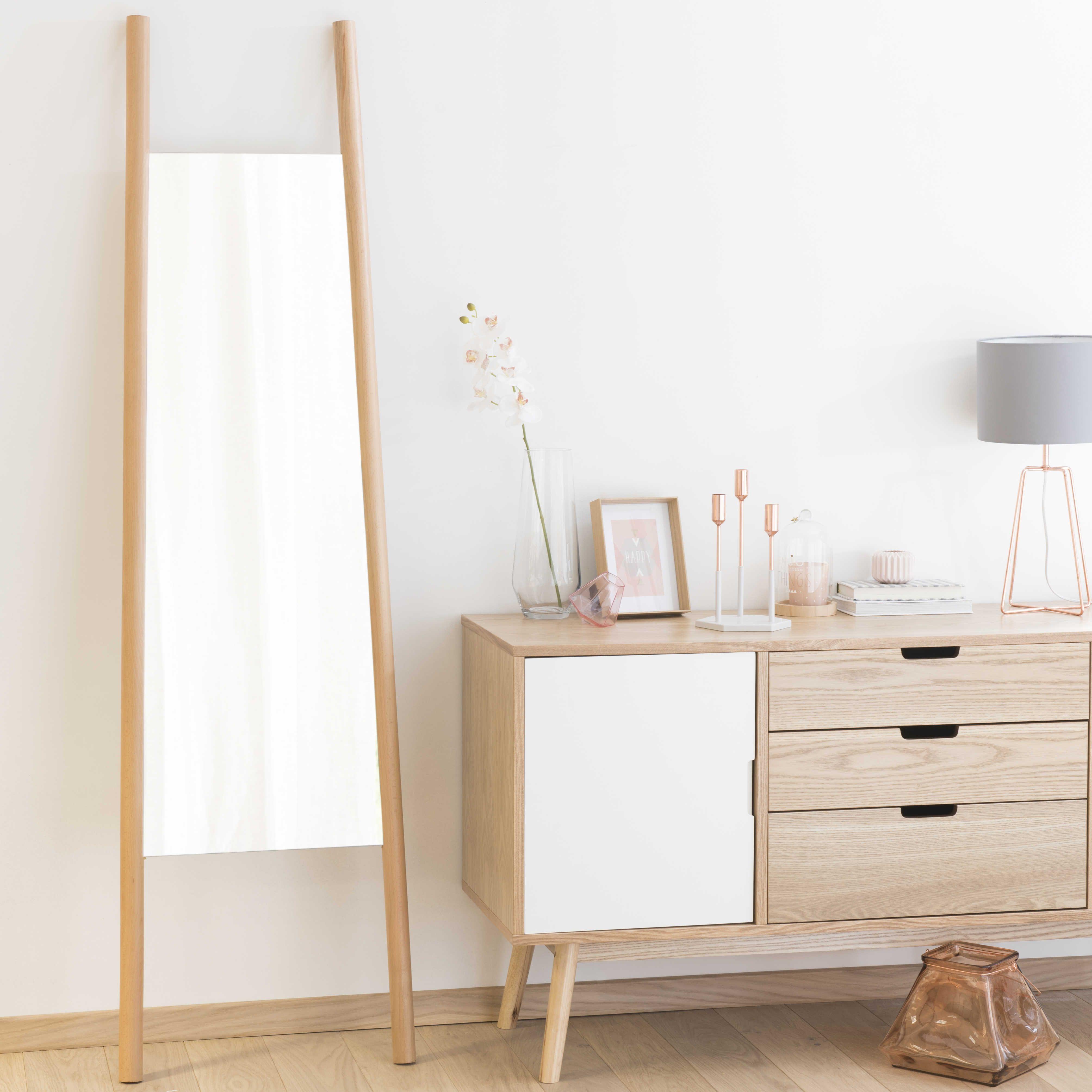 spiegel tussen twee houten staanders hoogte 180 cm. Black Bedroom Furniture Sets. Home Design Ideas