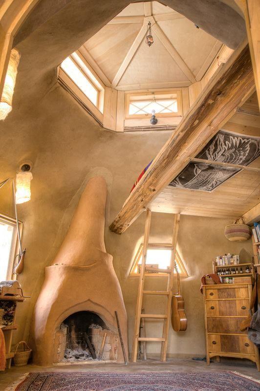 Hermosa casita domo-híbrido, realizada con técnicas de super adobe y ...