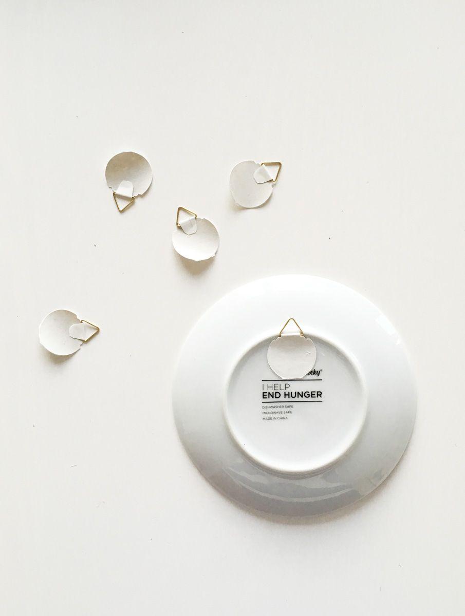 Come Appendere Piatti In Ceramica come decorare una parete con piatti e ceramiche (con