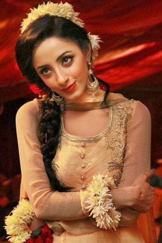 Top 5 Pakistani Celebrities Have Short Height -9475