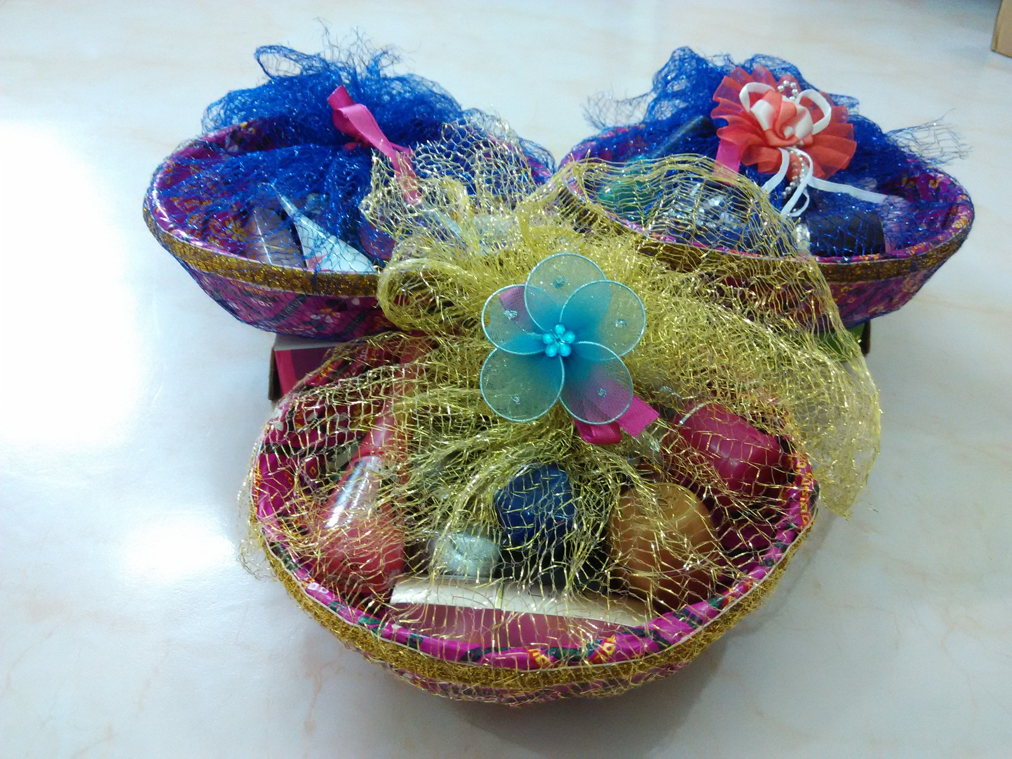 DIY Gift Baskets, Gift wrapping ideas for christmas,easter,diwali,fruit basket packing idea,sakharpuda packing idea