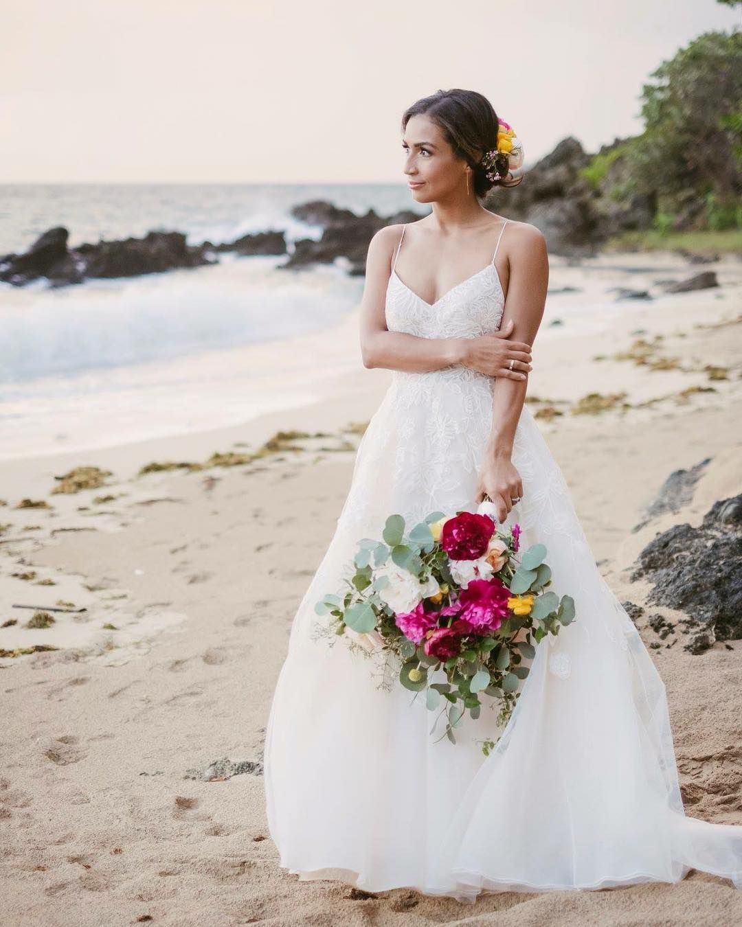 A Beach Wedding In Puerto Rico Can Be As Casual Or As Elegant As You Want Floral Design Stemevents Venue Wv In 2020 Wedding Wedding Gowns Sleeveless Wedding Dress