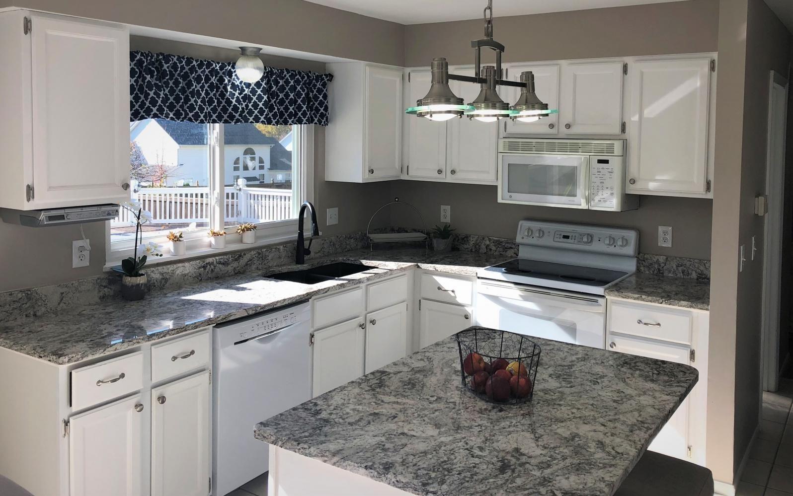 Bhhs Select Properties Kerri Lyell 5 Castlio Court St Charles Mo Mls 18088478 Home Decor Decor Home