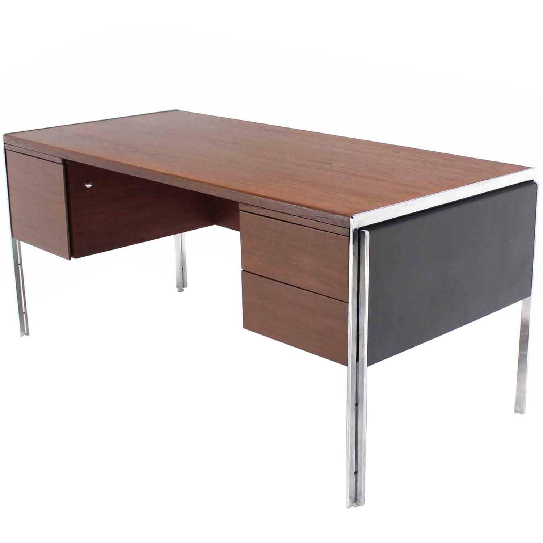Superbe Rare Chrome And Walnut Stow Davis Desk